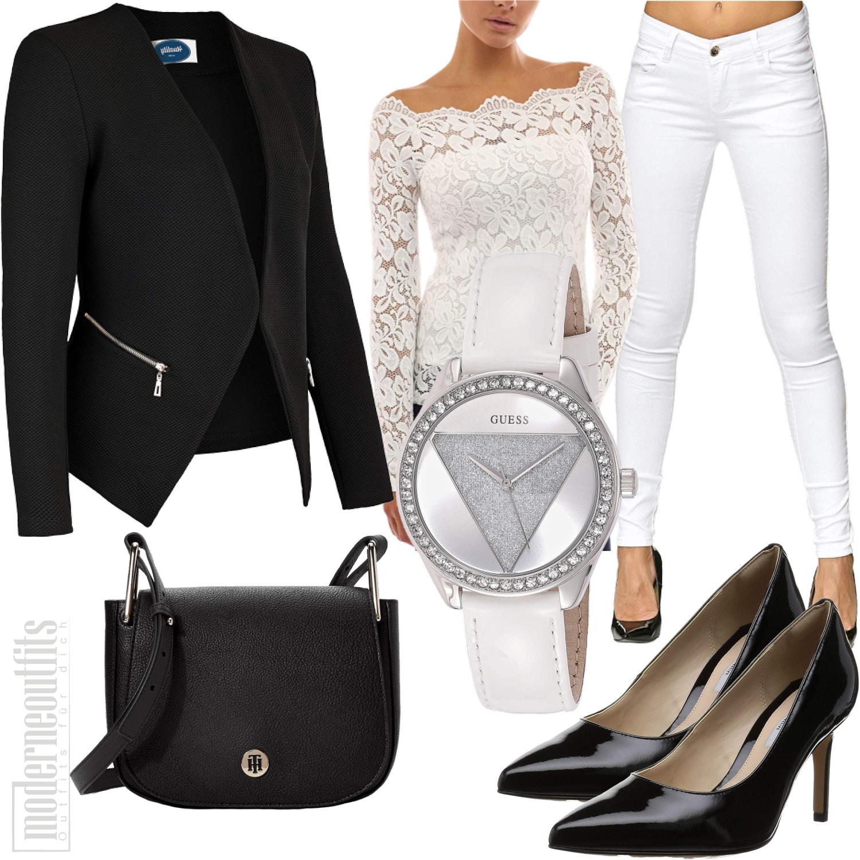 Bürooutfit für Frauen mit Blazer, Spitzentop, Jeans und Pumps