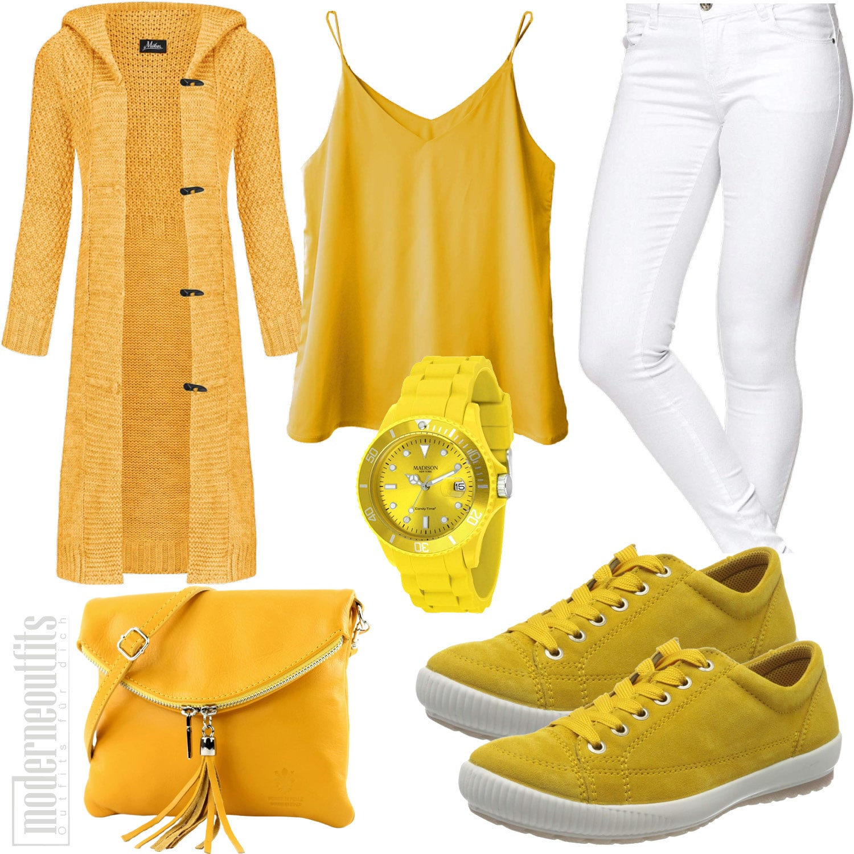 Gelbes Frauenoutfit mit Strickjacke, Top, Jeans und Sneakers