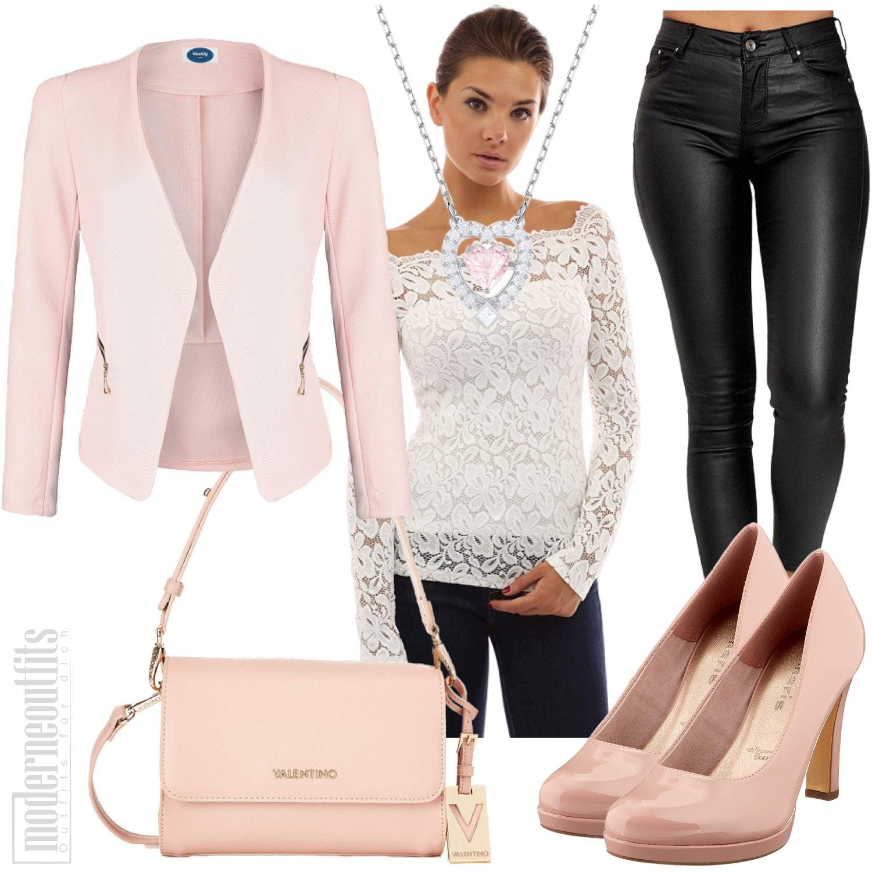 Rosa Bürooutfit für Frauen mit Blazer, Spitzentop, Hose und Pumps