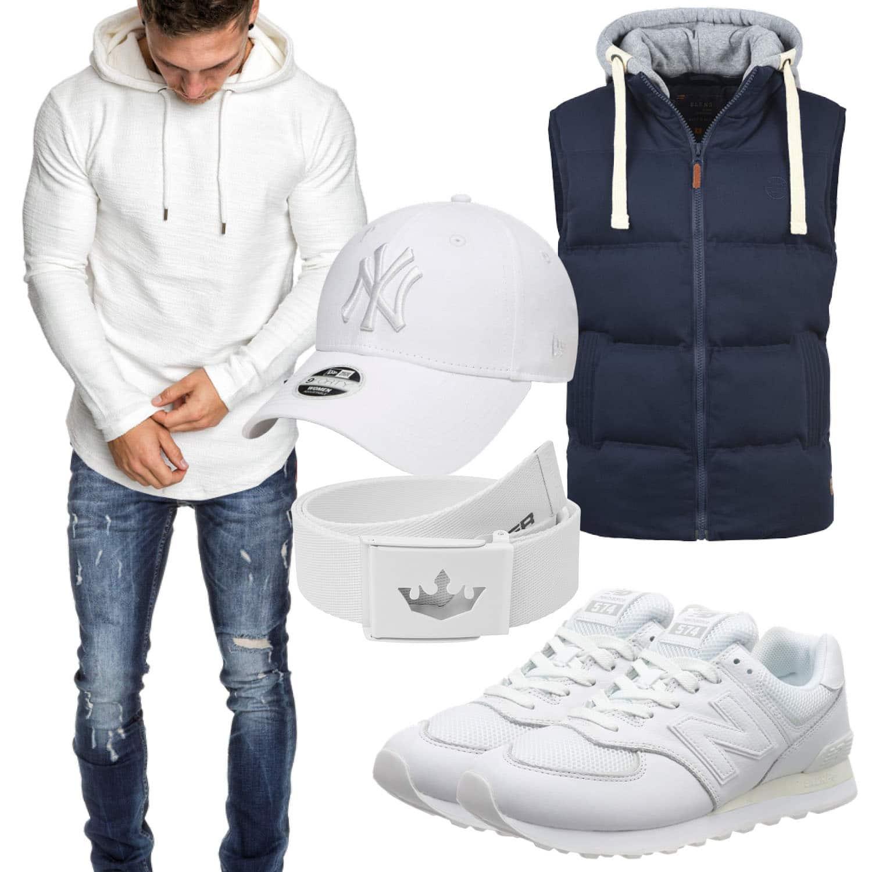 Weiss blaues Herrenoutfit mit Jeans und Sneaker