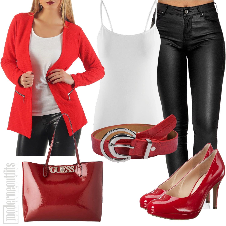Business Outfit für Frauen mit Blazer und Pumps