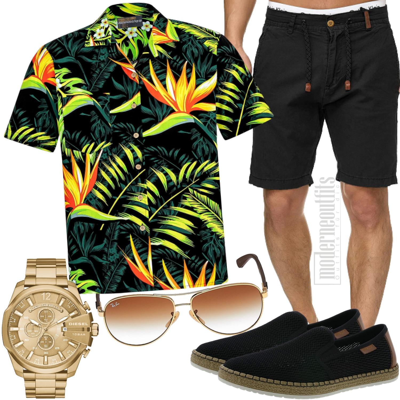 Herrenoutfit mit Hawaiihemd, Shorts und Sonnenbrille