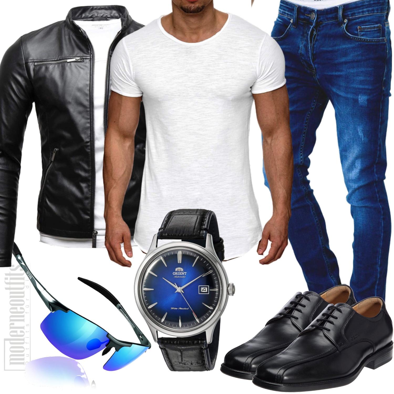 Herrenoutfit mit schwarzer Lederjacke, blaue jeans und schwarze schuhe