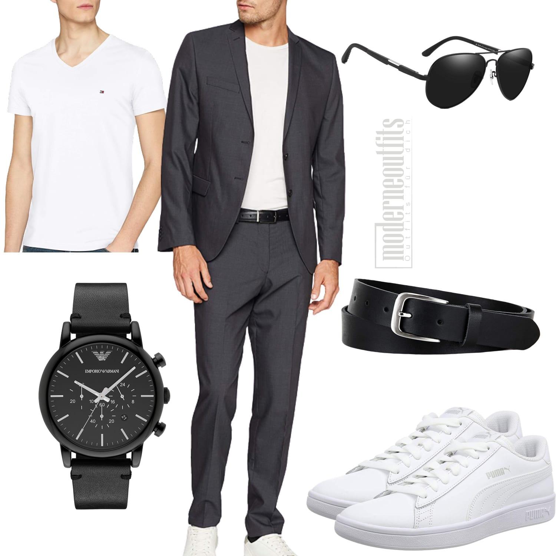 Herrenoutfit für den Sommer mit grauem Anzug und Sneakern