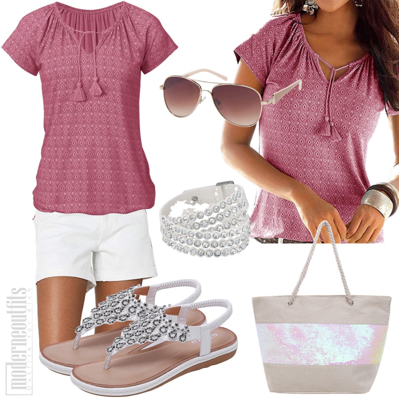 Rosa Strandoutfit für Frauen mit Shirt, Shorts und Sandalen