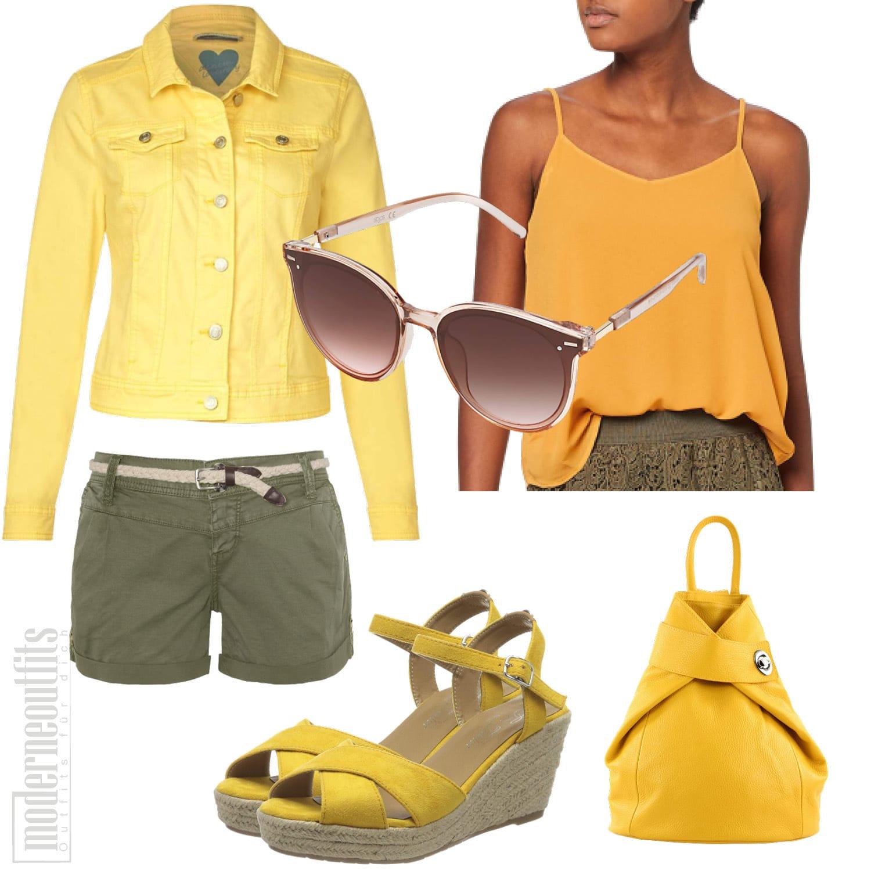 Gelbes Frauenoutfit für den Sommer mit Shorts und Top