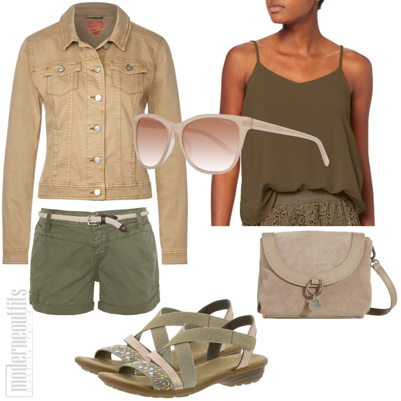 Grünes Frauenoutfit für den Sommer mit Shorts und Top