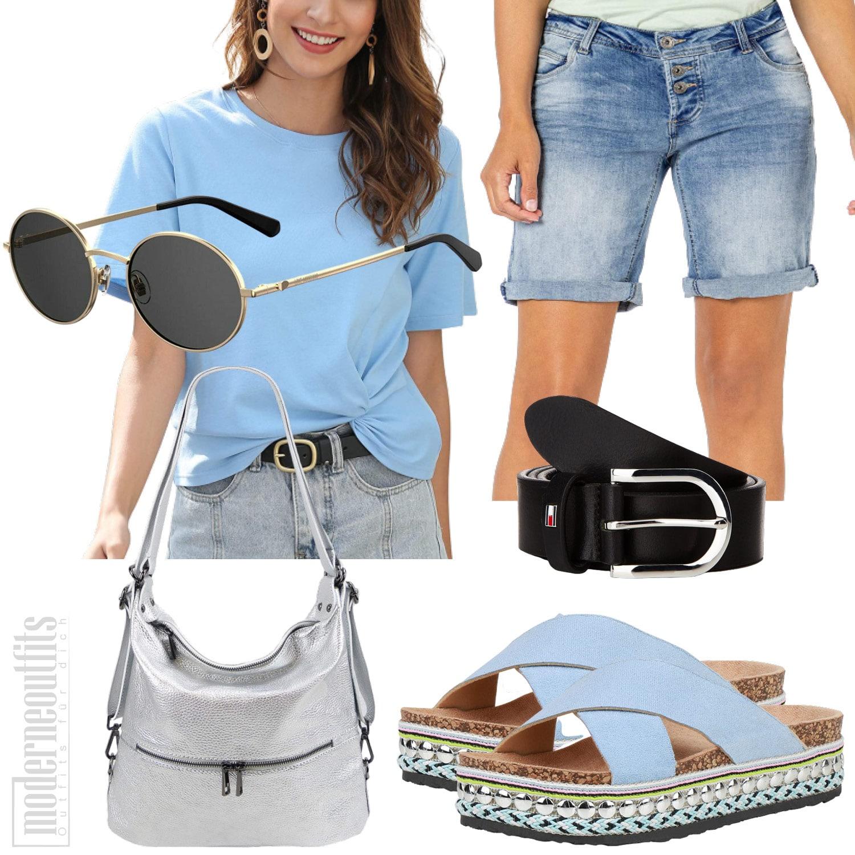 Hellblaues Frauenoutfit mit Shorts und Pantoletten