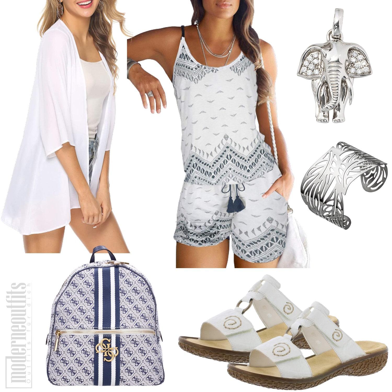 Weiß Blaues Damenoutfit für den Sommer mit Jumpsuit und Pantoletten